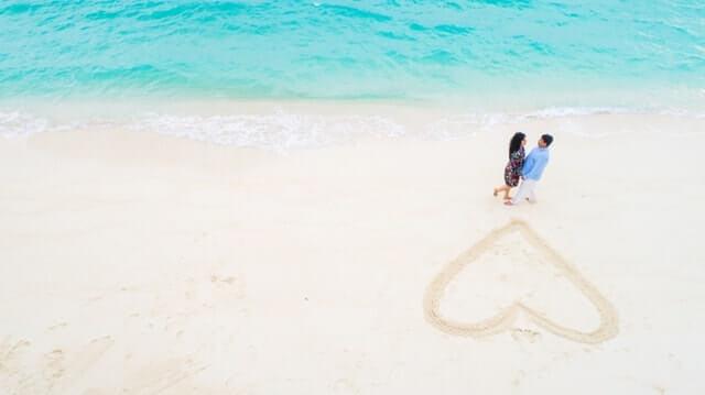durch romantische Geste die Liebe beweisen