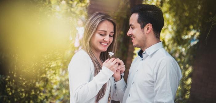 Frauen flirten anzeichen