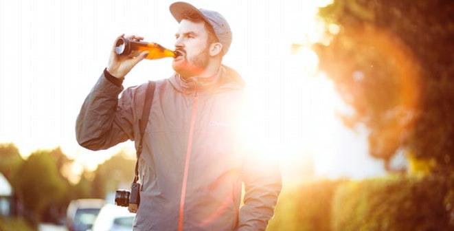 Alkohol wichtiger als Beziehung: Wenn dein Partner heimlich trinkt