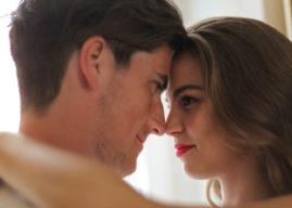 Verliebter Blick: Wenn ein Mann sein Herz verliert